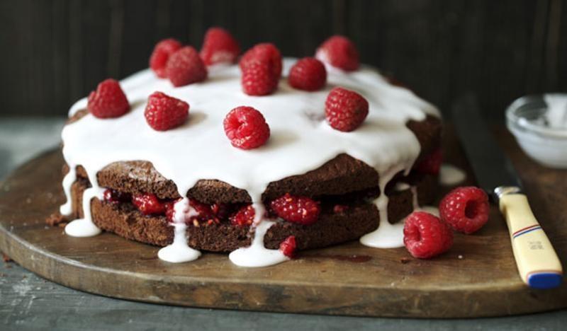 Low-fat chocolate sponge cake